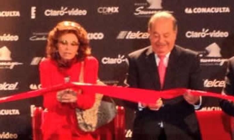 Carlos Slim y Sofía Loren cortaron el listón de la muestra que abrirá al público el 21 de septiembre. (Foto: Tomada de @ElMuseoSoumaya)