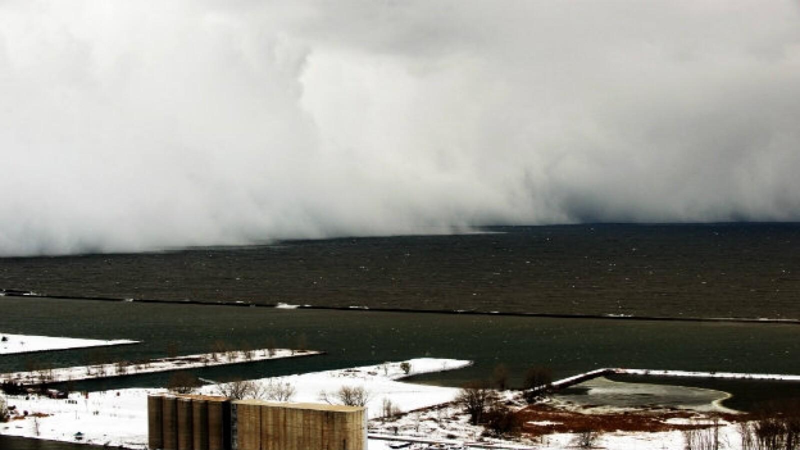 Un efecto de tormenta de nieve se produjo en este lago de Lake Erie