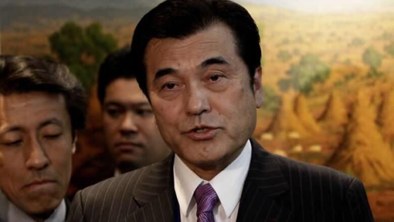 El ministro de Finanzas de Japón Koriki Jojima habla con periodistas durante una conferencia de prensa en un hotel de la Ciudad de México.