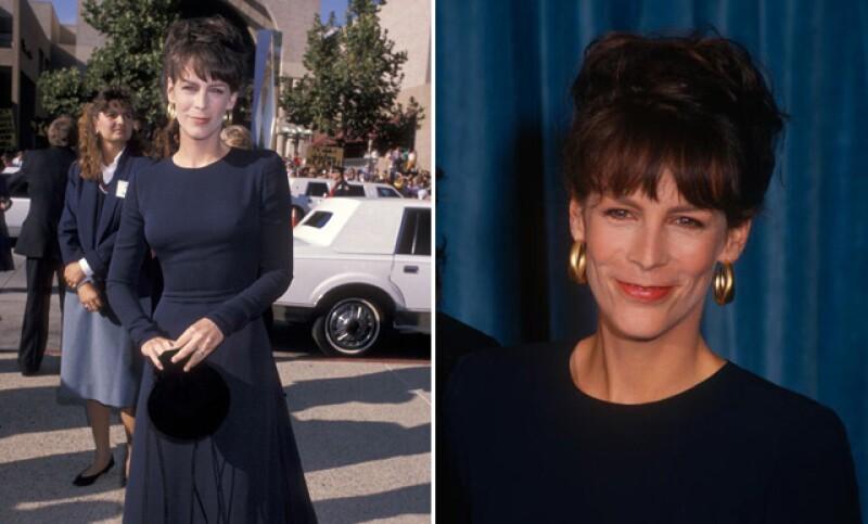 La actriz lució guapísima con un entallado vestido negro de mangas largas. Sin embargo, no podemos negar que se parece muchísimo a uno que usó en el mismo evento hace 26 años.