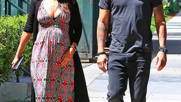 Luego de que se revelara que esperan su tercer hijo en medio de su proceso de divorcio, los actores fueron vistos juntos en las calles de Santa Monica.
