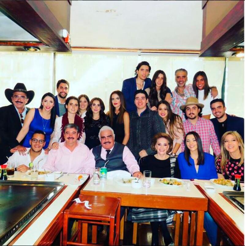 Karla estuvo presente en el festejo familiar por el cumpleaños 76 de Vicente Fernández.