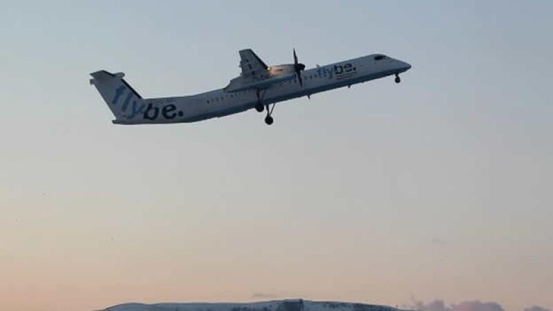 Flybe, avion, piloto, brazo falso, aterrizaje, volar