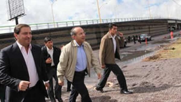 El Presidente de México, Felipe Calderón Hinojosa, durante la inauguración del paso a desnivel del segundo anillo y Avenida 45 Norte, en Aguascalientes. (Foto: Cortesía Presidencia de la República)