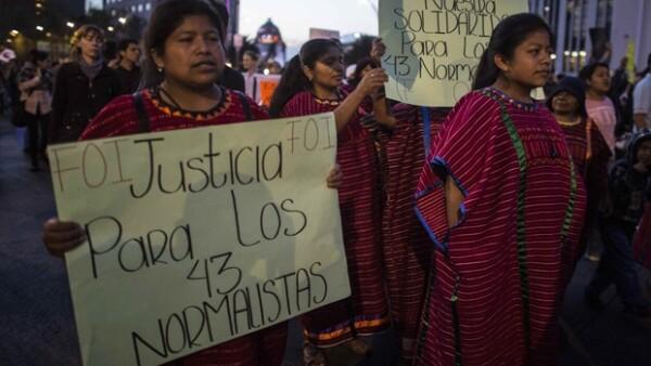 La desaparición de los 43 estudiantes normalistas de Ayotzinapa, en el estado de Guerrero, cumplió 43 días este viernes.