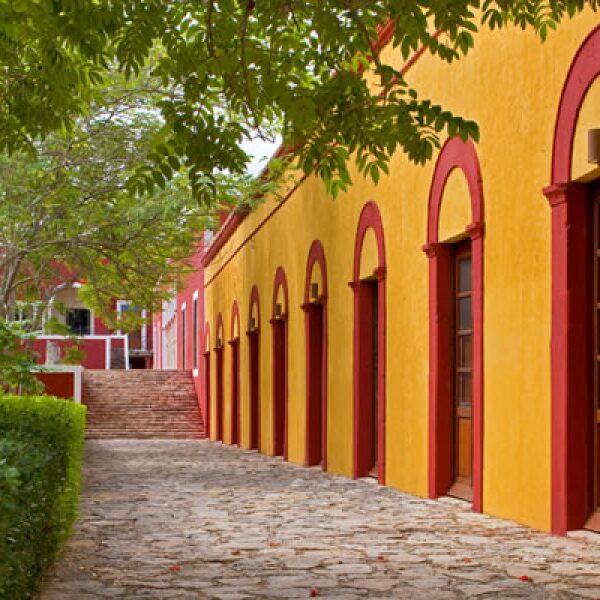 La Hacienda Temozón está ubicada a poco menos de 25 kilómetros de las pirámides de Uxmal.