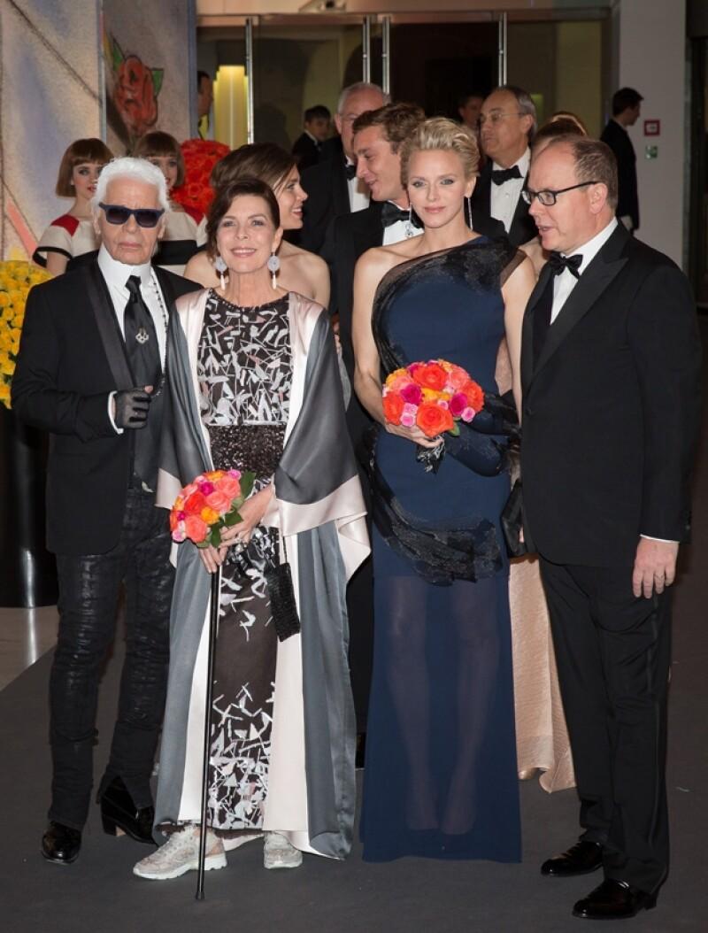 La noche de ayer la casa Real de Mónaco se vistió de gala para celebrar el baile anual de beneficencia en Montecarlo. La hija de la princesa Carolina resaltó por su gracia y belleza.