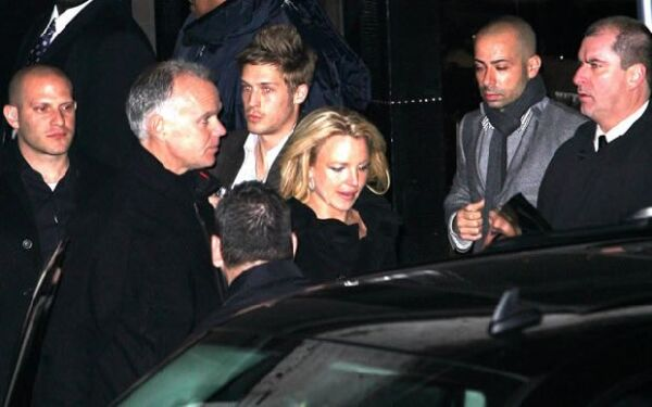 La cantante fue captada a la salida de su fiesta en el club Tenjune.
