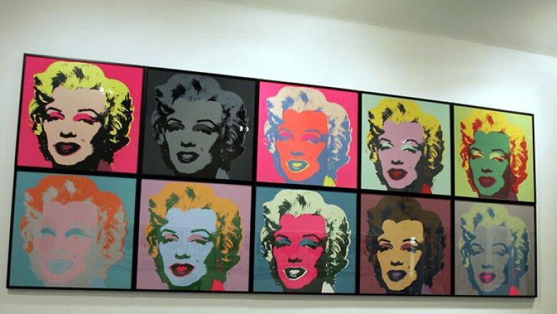Varios retratos de la actriz y cantante hechos por el artista pop Andy Warhol. Esta exposición sucedió en la ciudad de Milán, Italia, en septiembre de 2004, en una de las más grandes del artista en este país.