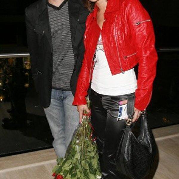 El productor Roberto Gómez Fernández, acompañado de su esposa Jessica Coch, fueron a disfrutar de esta puesta en escena.