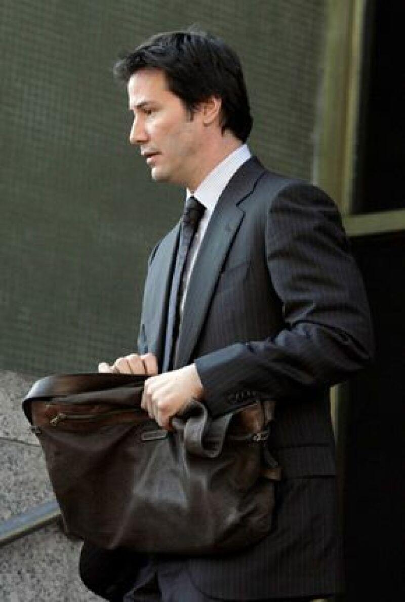 Este martes el actor de 'Matrix' aseguró al jurado que no le pegó con su automóvil al paparazzo, quien está demandando al actor por salarios caídos y gastos médicos.