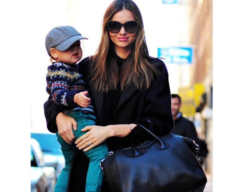 La modelo australiana anunció que por ahora no planea tener otro bebé, porque en este momento disfruta una etapa muy importante en su vida al lado de su marido y su primer hijo, Flynn.