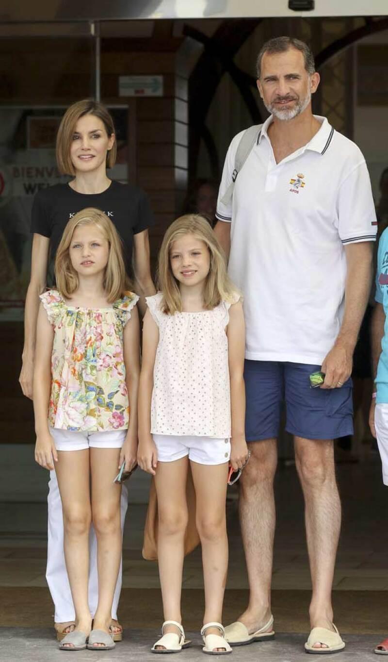 Durante sus viajes a Mallorca, Felipe y Letizia procuran combinar su calzado con sus hijas, las princesas Leonor y Sofía. Esto como una forma de apoyar la artesanía del lugar.