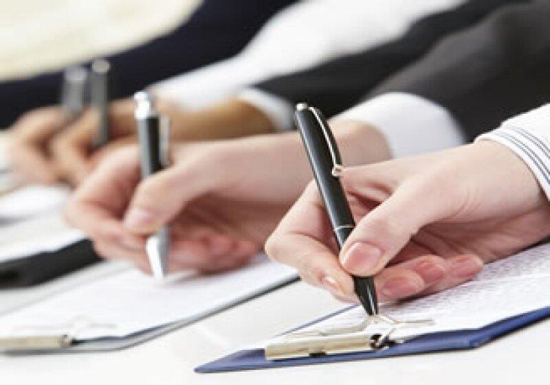 Los especialistas recomiendan proyectar confianza cuando se está en una entrevista de trabajo. (Foto: Photos to Go)
