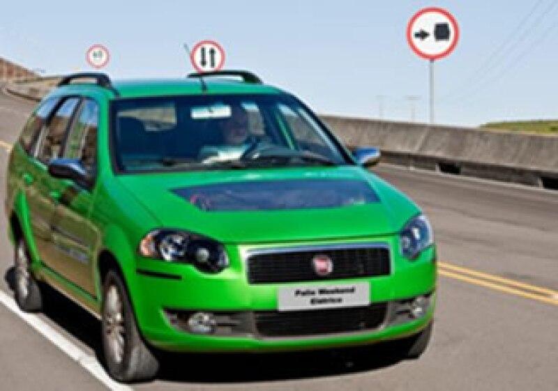 Otro auto ecológico es FIAT Weekend. Es independiente de los combustibles fósiles y tan silencioso que prácticamente el ruido que produce al moverse es el de las ruedas sobre el piso. (Foto: Cortesía FIAT)