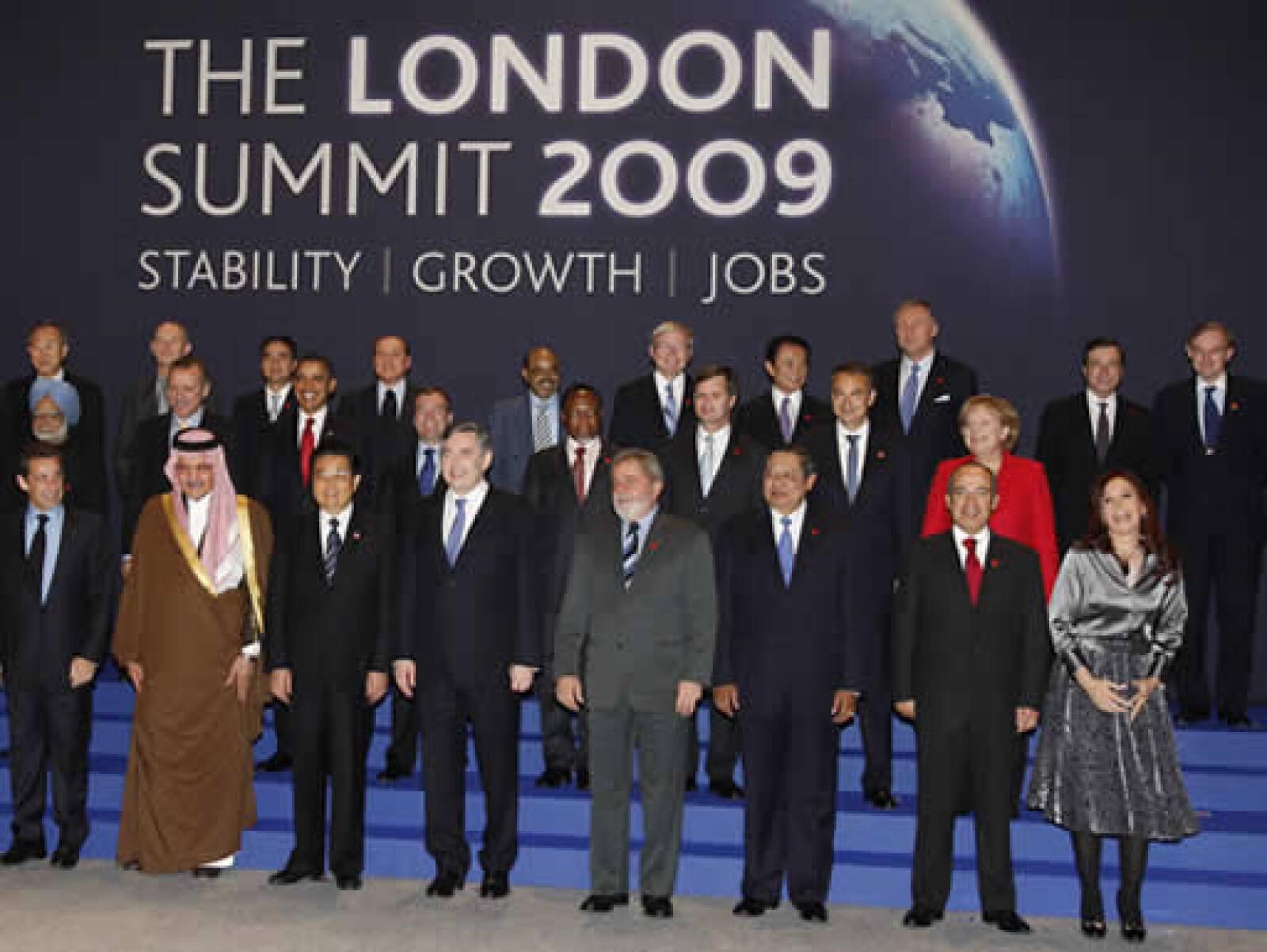 Los ministros y presidentes de las naciones más importantes del mundo iniciaron este jueves su cumbre magistral para evitar un mayor deterioro económico mundial.