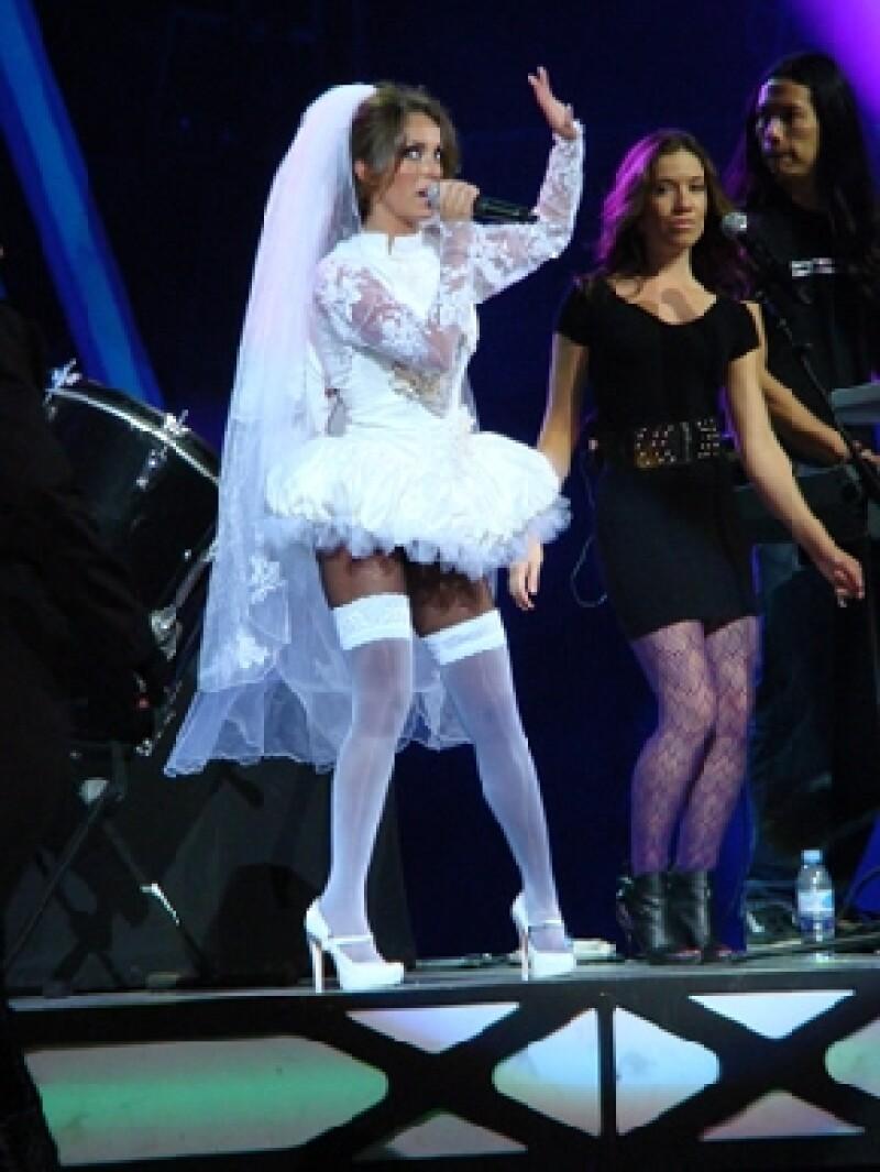 La presentación de la ex RBD en el festival no cautivó al público, se dice que desafinó un poco y que entre el público había pocos fans.