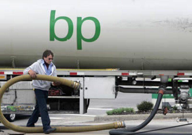 BP planea recaudar 50,000 millones de dólares para cubrir los costos del derrame en el Golfo de México. (Foto: Archivo AP)