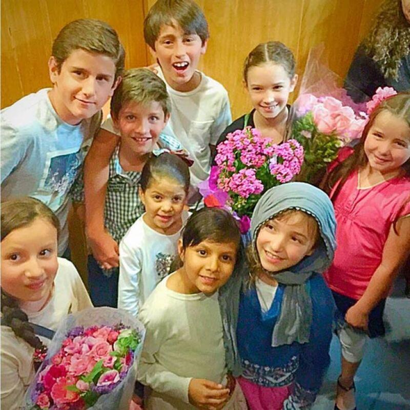 Con estas fotografías, Andrea mostró que sus hijas ya están listas para debutar en el teatro.