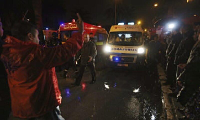 El vehículo estaba estacionado cerca de una vía principal de Túnez, ciudad capital del país. (Foto: EFE )