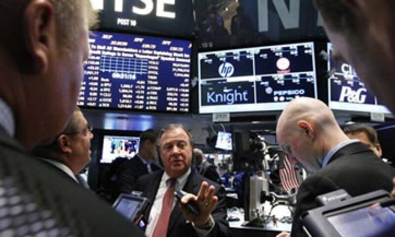 Un grupo de inversores rescatará a Knight Capital Group con una inversión de 400 mdd. (Foto: Reuters)