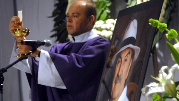 La productora de telenovelas Rosy Ocampo, organizó una misa en el foro 15 de Televisa San Ángel para recordar al actor, quien murió ayer en Nueva York.