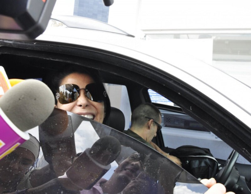 La cantante expresó su alegría por abandonar el hospital, al cual tendrá que regresar dos veces por semana para seguir con el tratamiento indicado.