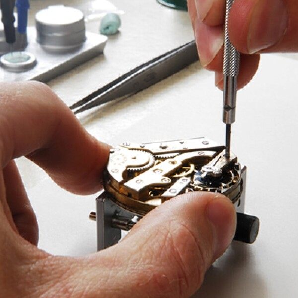 El selecto grupo de la manufactura relojera se compone por aquellas firmas que producen por sí mismos todos sus componentes y que, además, están respaldadas por una enorme tradición. A continuación te presentamos a sus fundadores.
