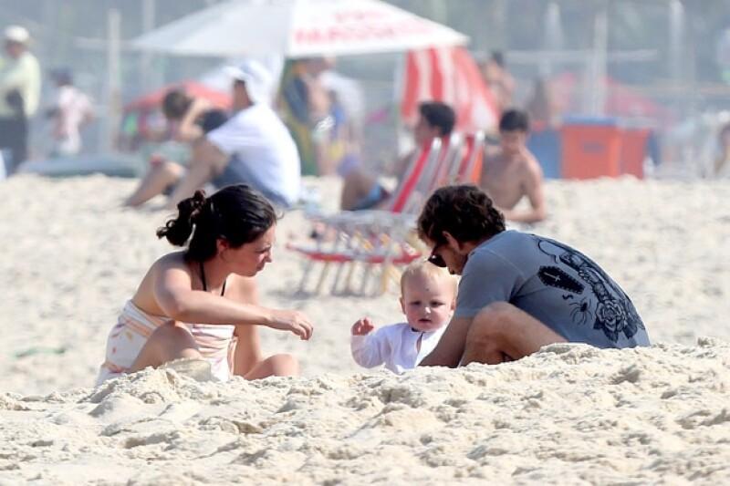 El hijo de Carolina de Mónaco y su familia se sumaron a la lista de famosos que se han dejado ver aprovechando el gran ambiente de Brasil y sus calurosas playas.