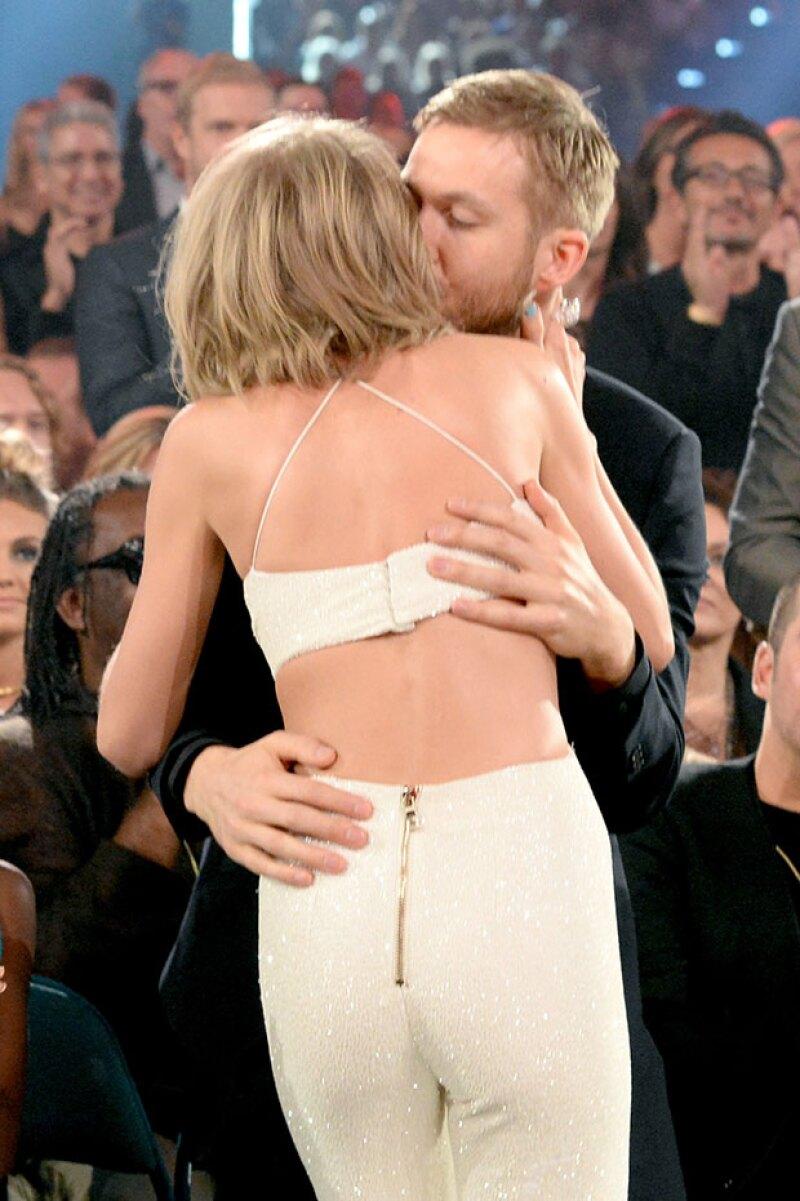 El dj besó a Taylor antes de pasar por su premio.
