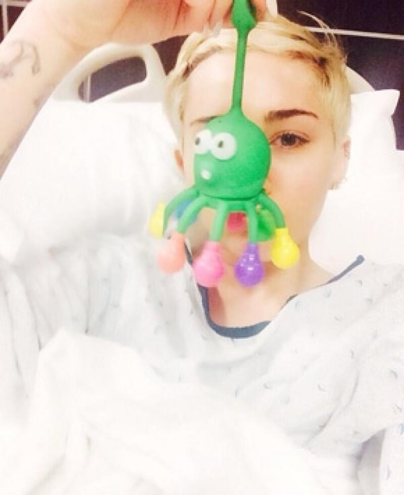 La ex estrella Disney no soporta tener que estar más tiempo en el hospital, donde fue ingresada tras una reacción alérgica a los antibióticos que tomaba para el resfriado.