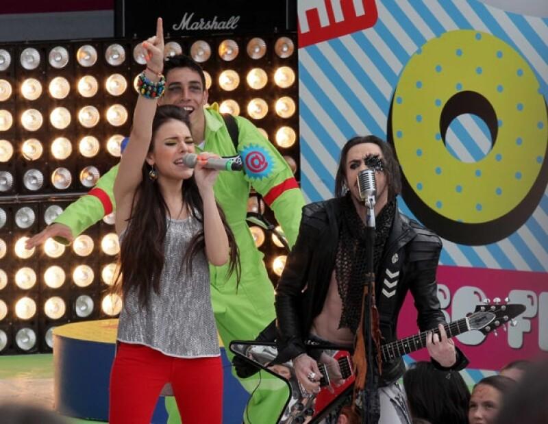Danna Paola y Bryan Amadeus prendieron a todo el público al cantar Ya lo veía venir.