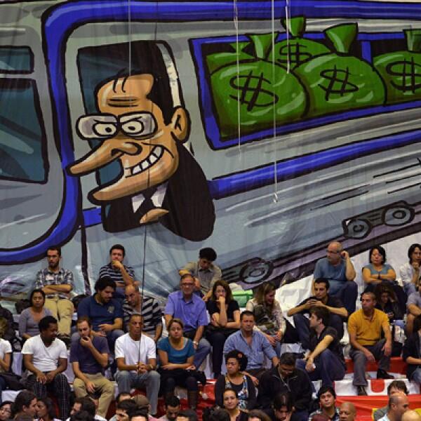 Las autoridades expresan en privado su temor a que las protestas y los problemas de tráfico puedan derivar en que algunos hinchas no puedan acceder al Arena Corinthians de Sao Paulo cuando empiece el partido inaugural.