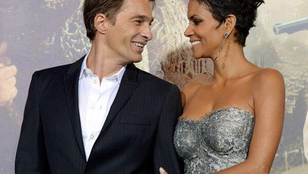 Según TMZ, la ganadora del Oscar ya firmó los papeles citando diferencias irreconciliables con el actor francés.