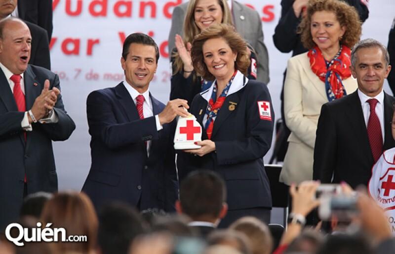 El presidente Enrique Peña Nieto encabezó el inicio de la Colecta Anual de la Cruz Roja Mexicana junto con Miguel Ángel Mancera y Fernando Suinaga, presidente nacional de la Cruz Roja Mexicana.