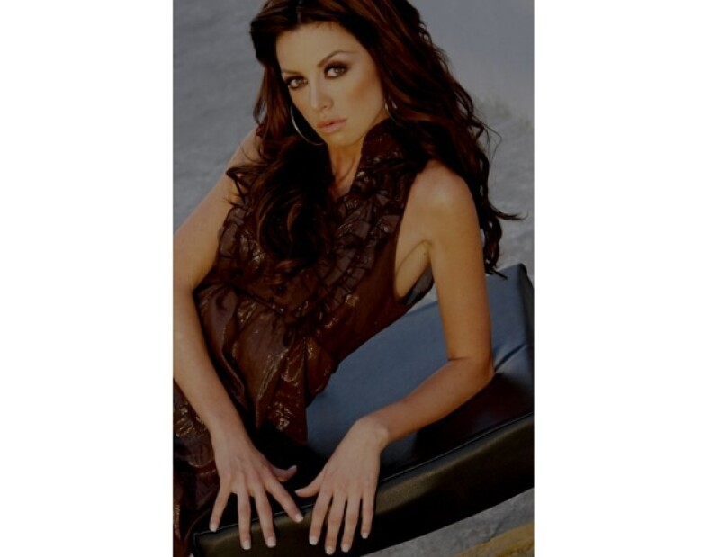 La actriz mexicana aseguró que su trabajo la absorbe la mayor cantidad del tiempo, por lo que en este momento el amor tendrá que esperar.