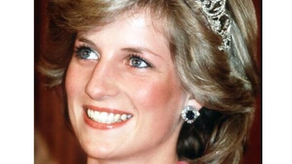Este año, a principios de otoño se podrá encontrar en cartelera la película Diana, mostrando la historia de la Princesa de Gales, una de más mujeres más polémicas y queridas en la historia.