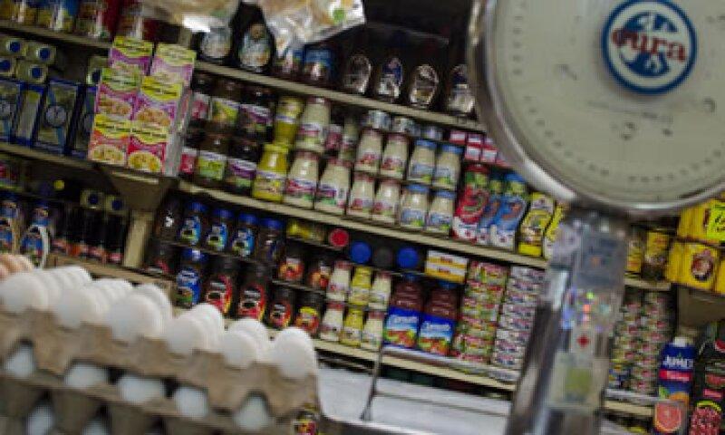 El salario mínimo debe alcanzar para comprar los productos de la canasta básica, argumenta el GDF (Foto: Cuartoscuro/Archivo )