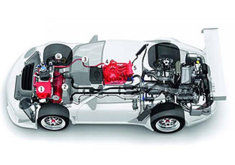 El nuevo Porsche 911 tiene 2 motores eléctricos y uno a gasolina; una muestra de los cambios en pos de la eficiencia. (Foto: CNNMoney.com)