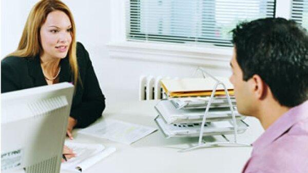 Los expertos también recomiendan citar actividades extracurriculares en un CV y evitar ponerle fotografía. (Foto: Getty Images)