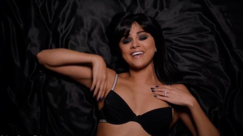 Selena Gomez cautivó con sexys poses.