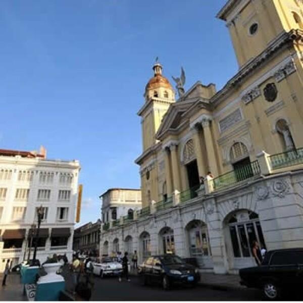 """a catedral de Santiago de Cuba, 950 kilómetros al este de La Habana. Santiago de Cuba, la ciudad """"héroe"""" y cuna de la revolución liderada por Fidel Castro"""