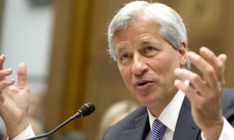 Jamie Dimon, CEO de JP Morgan, está luchando para mantener su presidencia. (Foto: Tomada de CNNMoney.com)