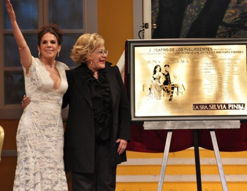 Juan Ferrara recordó al fallecido actor durante la develación de la placa por las 200 representaciones de la obra Filomena Maturano.