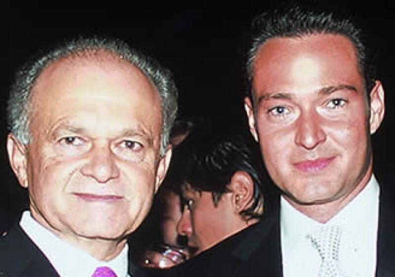 Padre e hijo en la premiere de la película Voces Inocentes en 2005. (Foto: Archivo Quién)