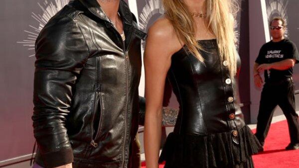Adam Levine y Behati Prinsloo hicieron su primera aparición pública tras haberse casado en Los Cabos y ambos lucieron hot hot.