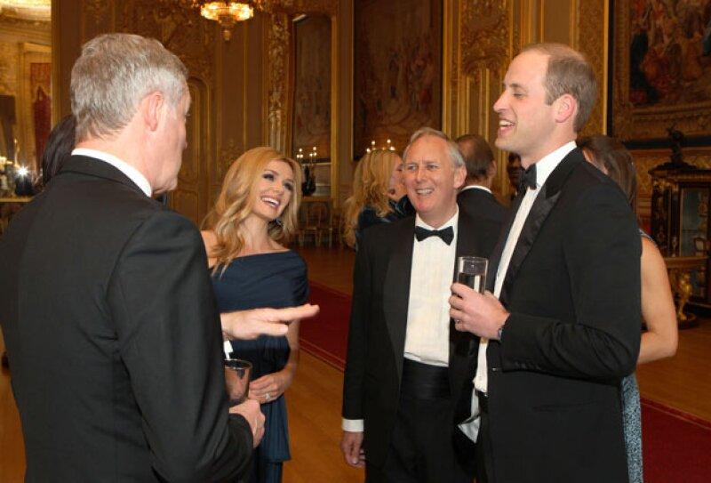 Durante la velada el duque aprovechó para convivir con los encargados de amenizar la noche y algunos invitados.