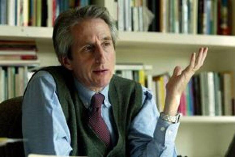 Joaquín Díez-Canedo Flores, nuevo director del FCE, informó que instalará librerías y hará convenios de colaboración dentro y fuera del país.