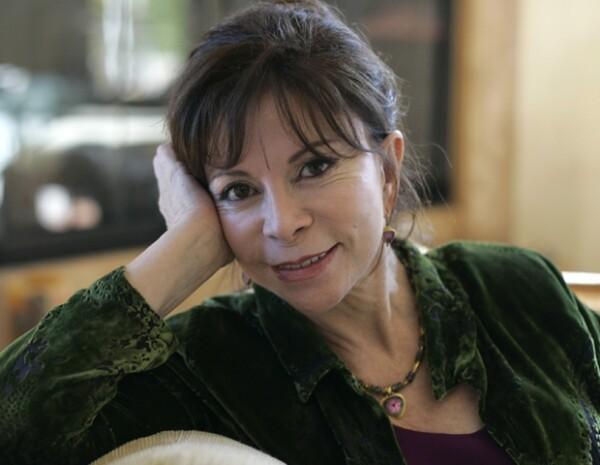 La publicación de la ganadora del Premio Nacional de Literatura se convirtió en `bestseller´ el mes pasado en Chile.