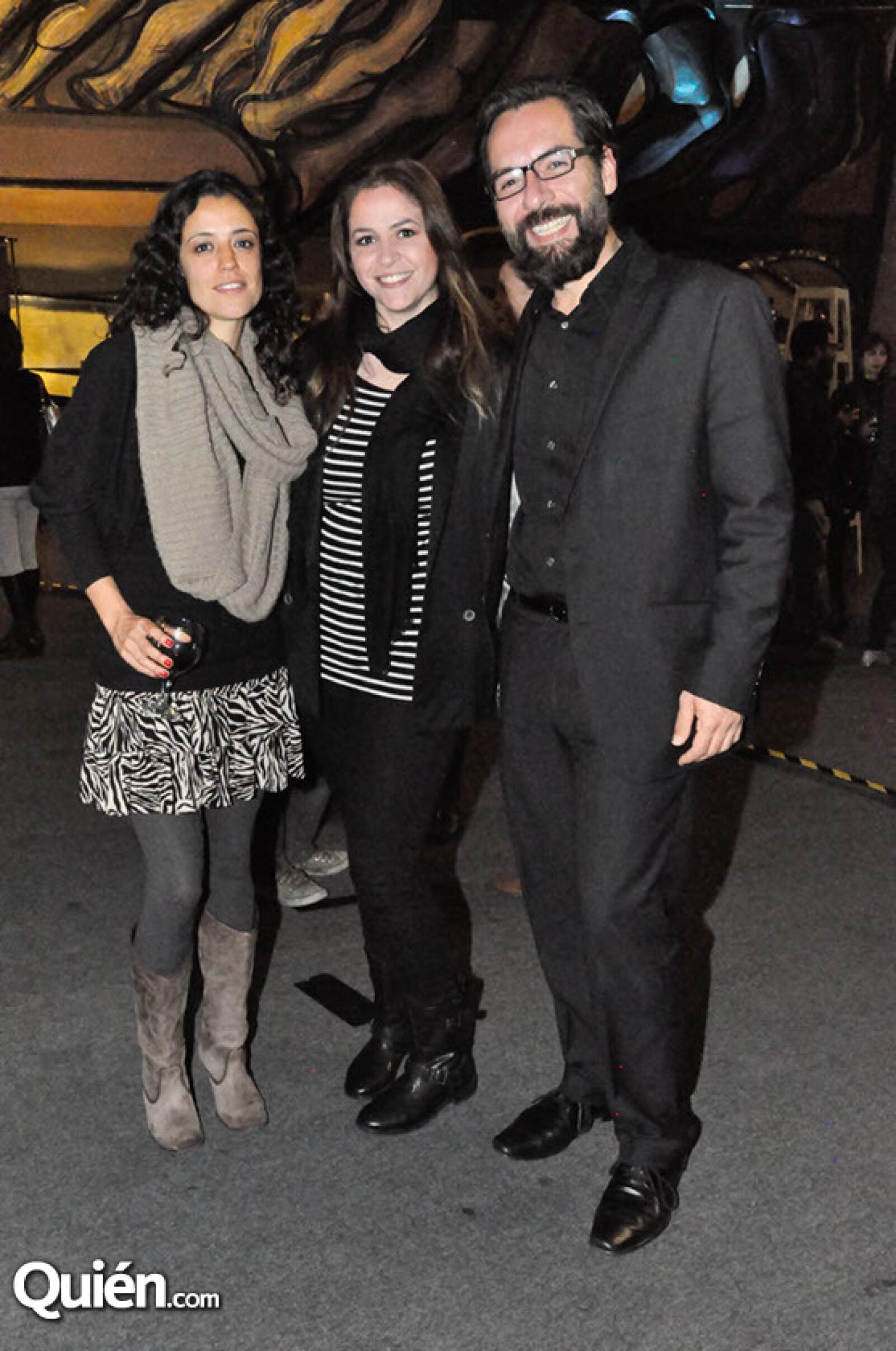 Valeria Perezríos,Elena Felix y Carlos Falcón